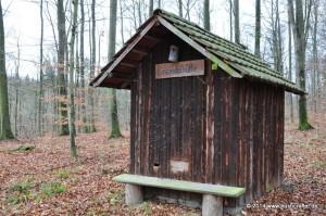 Die Einsiedelhütte am Sinsenteichweg.